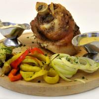 Pečené vepřové kolínko/Roast pork knuckle/Gebratene Schweinshaxe/Запеченное свиное колено