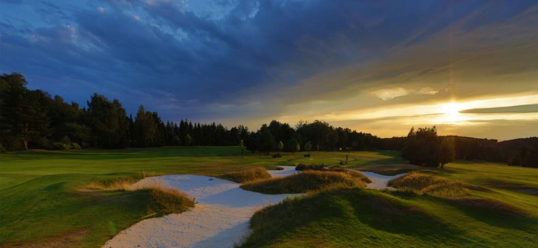 Golf////高尔夫球/الغولف